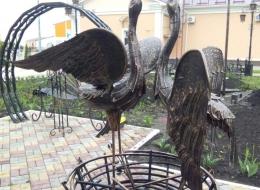 Фото кованые скульптуры Аисты Воронеж