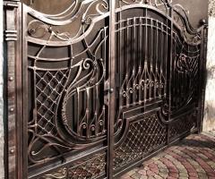 Кованые ворота с калиткой внутри