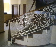 Перила для лестницы в частном доме кованые