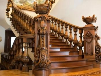 Деревянные лестницы и мебель